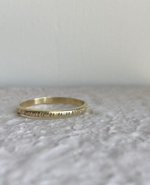 Dit geel Gouden ringetje staat online!    #ring #goudenring #goudensieraad #atelier #moonfloweratelier #jewellery #edelsmid #goudsmid #veghel #brabant #handgemaakt #sieraden #finejewelry#finejewelry #indiansummer #hamerslag